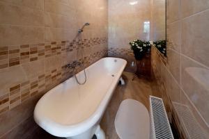 A bathroom at Eden Garden Apartments
