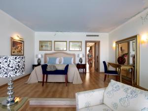 En sittgrupp på Atrium Prestige Thalasso Spa Resort & Villas