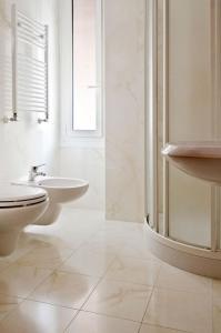 A bathroom at Hotel Brignole