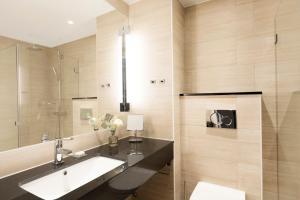 A bathroom at Elite Hotel Academia