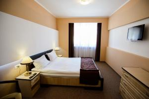 A bed or beds in a room at Residence Piata Sfatului