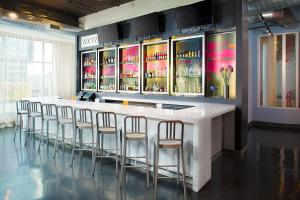The lounge or bar area at Aloft Charlotte City Center