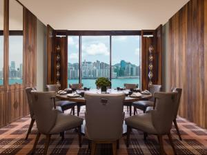 A restaurant or other place to eat at Kerry Hotel, Hong Kong