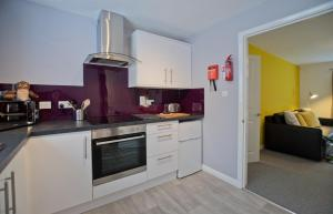 A kitchen or kitchenette at Park House