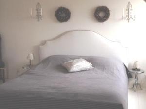 Een bed of bedden in een kamer bij T Heerenhuys