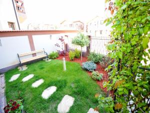 A garden outside Casa Bella Apartments