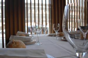 Un restaurante o sitio para comer en Hotel Araba