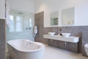 A bathroom at Storrs Hall Hotel