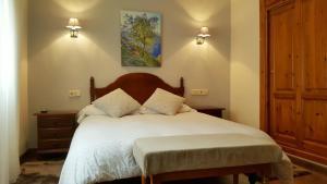 Hotel La Rivera tesisinde bir odada yatak veya yataklar