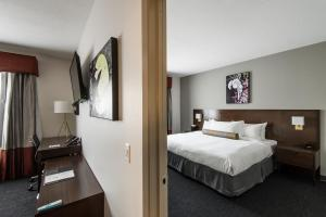 A bed or beds in a room at Edgewater Hotel
