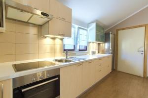 A kitchen or kitchenette at Hotel Villa Margaret
