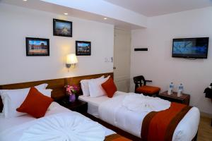 A bed or beds in a room at Hotel Himalayan Oasis