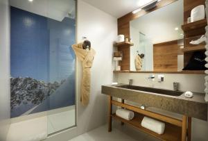 A bathroom at Hotel Pashmina Le Refuge