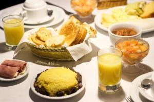 Opções de café da manhã disponíveis para hóspedes em Cassino Motel