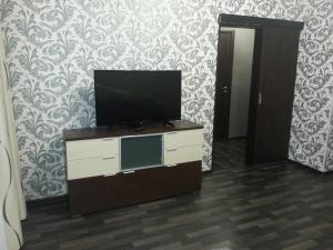A television and/or entertainment center at 1-ая квартира Ленинградская 15