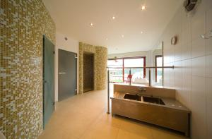 A bathroom at Penzion Stará Vápenka