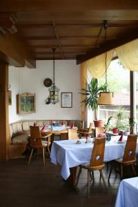 Ein Restaurant oder anderes Speiselokal in der Unterkunft Alpenhotel Beslhof