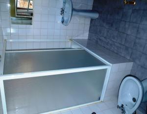 Uma casa de banho em Estrela