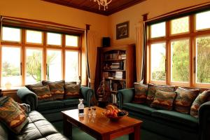A seating area at Holly Homestead B&B