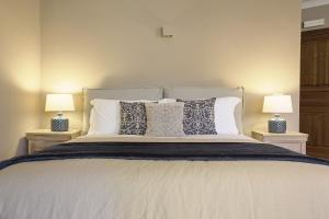 A bed or beds in a room at B&B Palazzo Bibirria