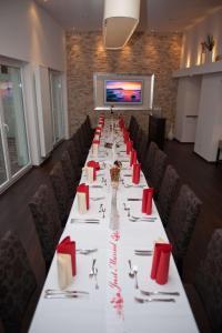 Ein Restaurant oder anderes Speiselokal in der Unterkunft Hotel Germania