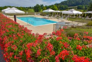 A view of the pool at Hôtel Golf Château de Chailly or nearby