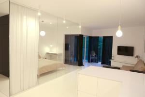 Telewizja i/lub zestaw kina domowego w obiekcie Super-Apartamenty Prestige