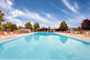The swimming pool at or close to Ramada by Wyndham Gananoque Provincial Inn