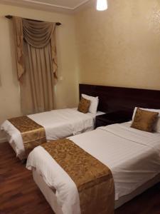 Cama ou camas em um quarto em نايس لاند للأجنحة الفندقية