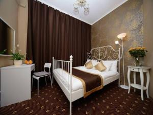 A bed or beds in a room at Guest Rooms Apelsin on Victory Park