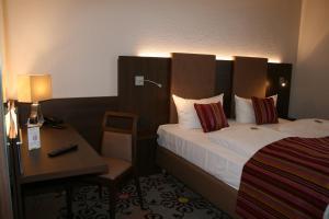 Ein Bett oder Betten in einem Zimmer der Unterkunft HOTEL PARQÉO im A66