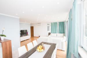 A seating area at Apartment Dote