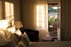 A bed or beds in a room at Herdade das Barradas da Serra