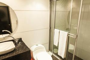 A bathroom at Hotel Bogota Virrey