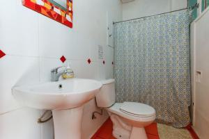 Un baño de Casa Violeta Limón