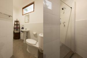 A bathroom at Yuli's Homestay