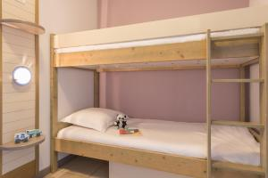 A bunk bed or bunk beds in a room at Résidence Pierre & Vacances La Rostagne