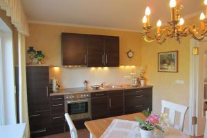 Küche/Küchenzeile in der Unterkunft Exklusive Ferienwohnung Strohberg