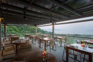 A restaurant or other place to eat at Mantra Samui Resort - SHA Plus