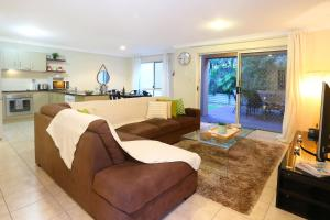A seating area at Theme Park HolidayTownhouse