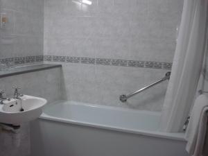 A bathroom at Carrington House Hotel