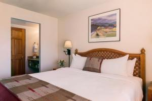 A bed or beds in a room at Hotel Santa Fe