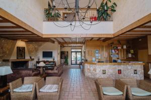 The lobby or reception area at Quinta dos Poetas Nature Hotel & Apartments
