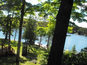 Ein Blick auf den Pool von der Unterkunft Heather Lodge oder aus der Nähe