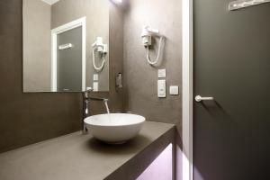A bathroom at Hotel Corsendonk Viane