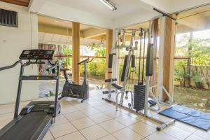The fitness center and/or fitness facilities at Harbor Inn Jaraguá