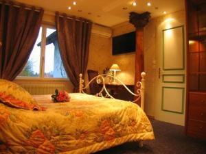 Ein Bett oder Betten in einem Zimmer der Unterkunft La Roseraie Biebler