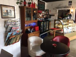 Loungen eller baren på Regnbågsdalen Cafe & Guesthouse