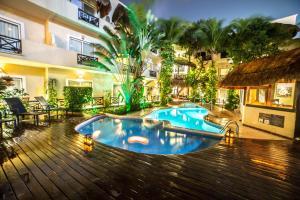 Het zwembad bij of vlak bij Hotel Riviera Del Sol