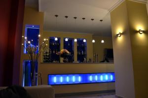 The lounge or bar area at Hotel Apolo